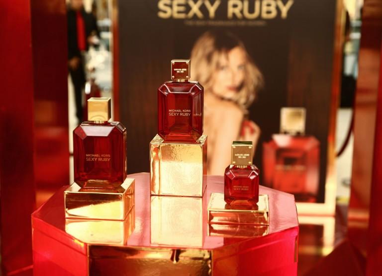 Sexy Ruby MK VIAN MAGAZINE
